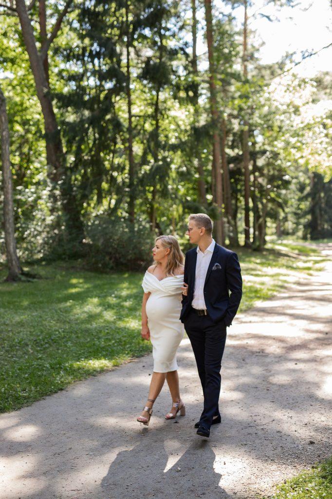 Vestuvių fotosesija parke