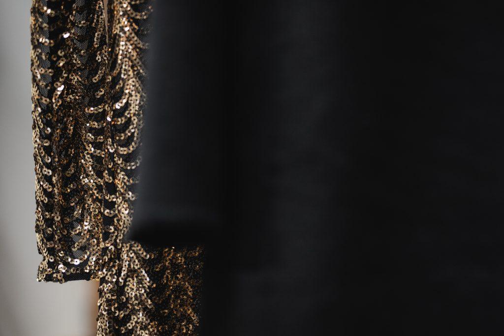 Auksinė vestuvinė suknelė