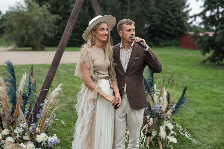 Boho vestuvės gamtoje